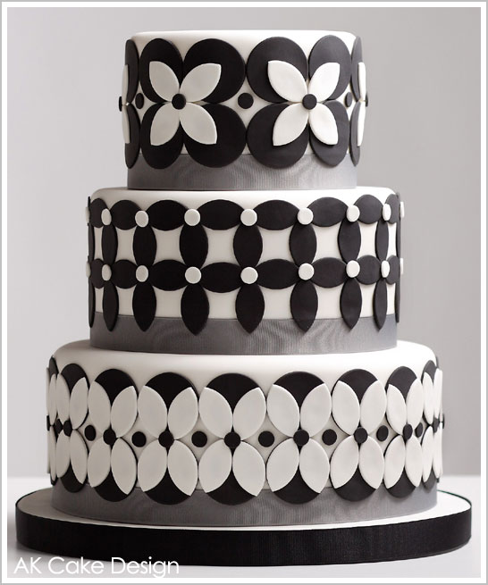 Design Patterns Of Cake : Black & White Petals Cake