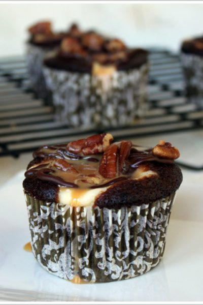 Recipe: Chocolate Cheesecake Turtle Cupcakes