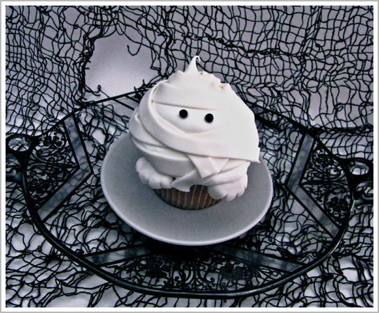 Halloween Mummy Cupcake DIY