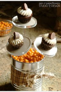 DIY: Halloween Cupcake Centerpiece