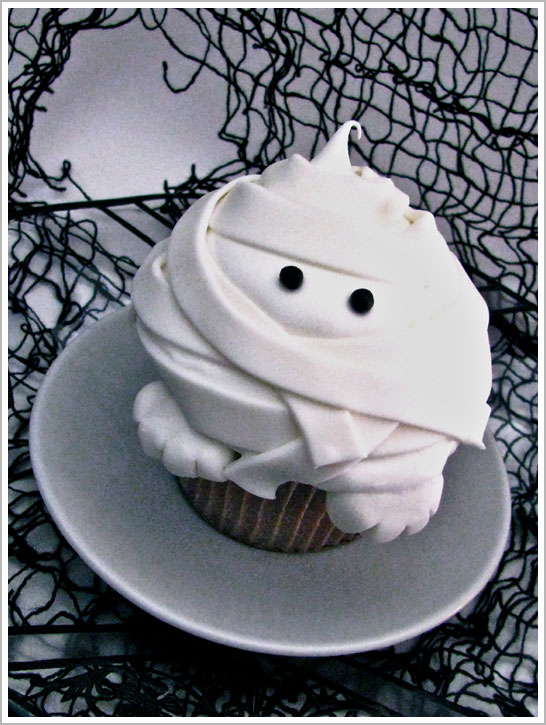 Halloween Mummy Cupcakes DIY