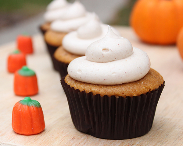 Easy Pumpkin Cupcakes with Cinnamon Cream Cheese Frosting | by Lauren Kapeluck for TheCakeBlog.com