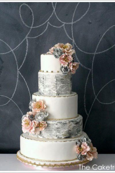 Cake Trend: Vintage Book Typography
