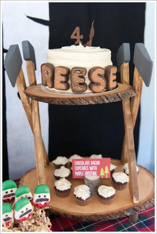 Lumberjack Birthday Cake  |  TheCakeBlog.com