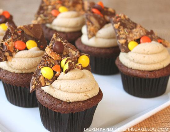 Halloween Candy Cupcakes  | by Lauren Kapeluck  |  TheCakeBlog.com