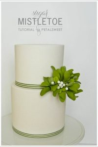 DIY Sugar Mistletoe Tutoria by Petalsweet  |  TheCakeblog.com