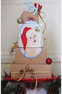 Vintage Santa Cake by Three Little Blackbirds  |  TheCakeBlog.com