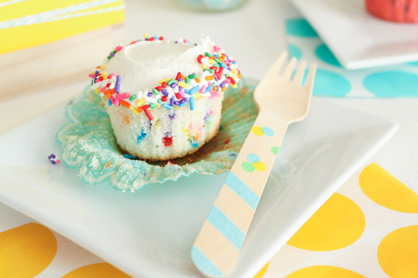 Easy Funfetti Cupcakes | by Lauren Kapeluck for TheCakeBlog.com