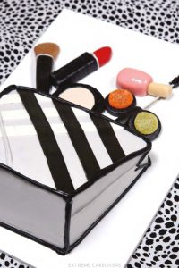 Extreme Cakeover : DIY Makeup Bag