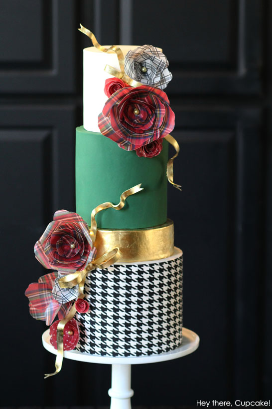 Inspired by Gift Wrap  |  The 2nd Cake of Christmas by Hey there, Cupcake!  #12CakesOfChristmas