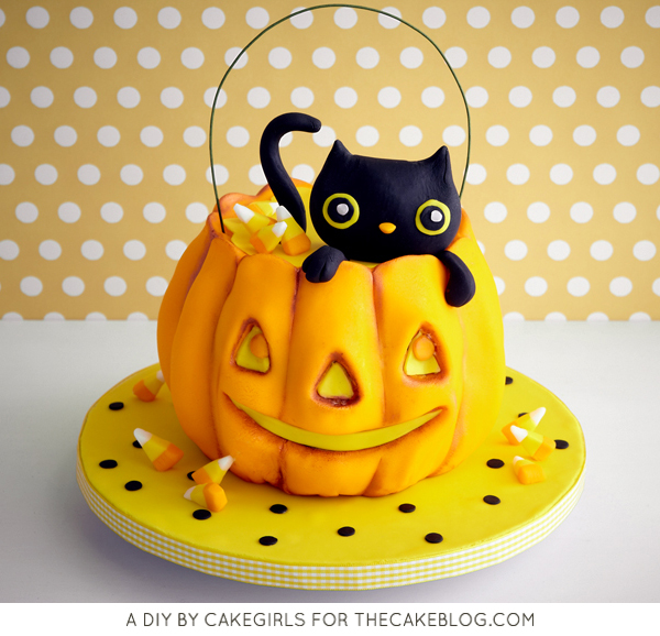 How to sculpt a pumpkin cake with buttercream frosting | by Cakegirls for TheCakeBlog.com