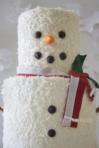 Mini Snowman Cake Tutorial | by Miso Bakes for TheCakeBlog.com