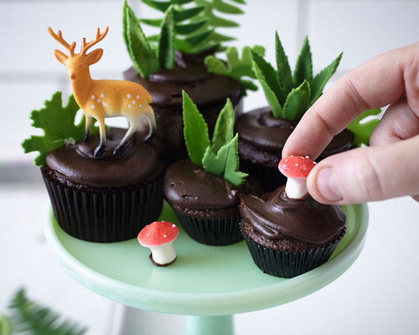 DIY Cupcake Terrarium | a cake tutorial by Cakegirls for TheCakeBlog.com