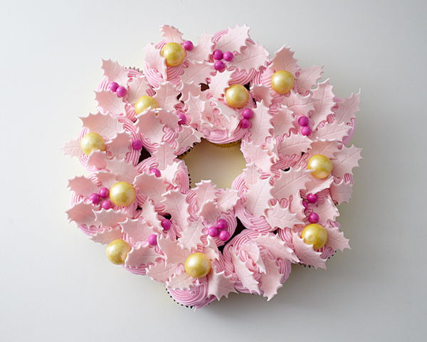 Christmas Cupcake Wreath | by Cakegirls for TheCakeBlog.com