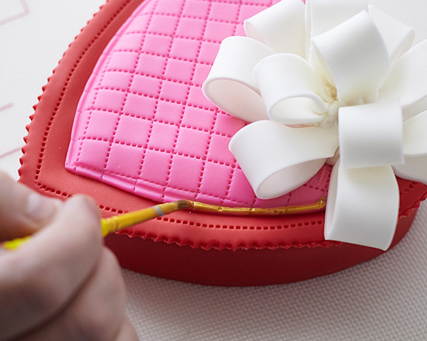 How to make a Valentine's Chocolate Candy Box Cake | by Cakegirls on TheCakeBlog.com