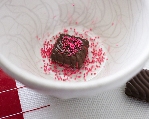 How to make a Valentine's Chocolate Candy Box Cake | by Cakegirls on TheCakeBlog.com