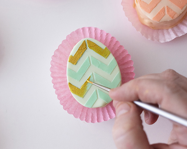 Mini Easter Egg Cakes | by Cakegirls for TheCakeBlog.com