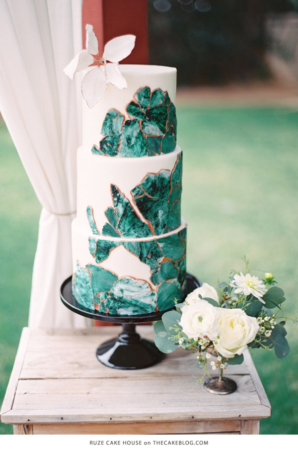 10 Gorgeously Green Cakes | including this design by Ruze Cake House | on TheCakeBlog.com