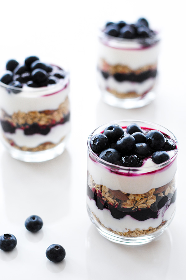 Roasted Blueberry Breakfast Parfaits with layers of roasted blueberries, granola and honey yogurt | by Carrie Sellman for TheCakeBlog.com