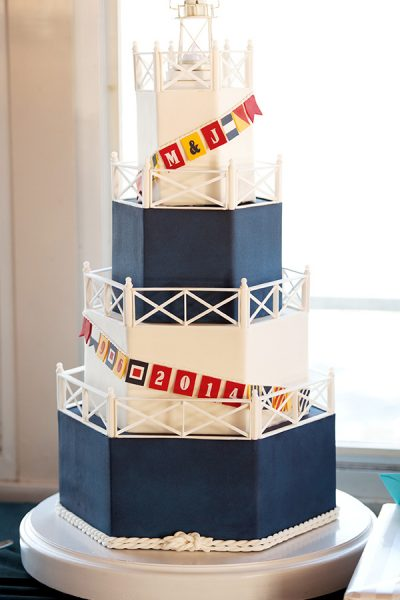 10 Sea-Loving Nautical Cakes