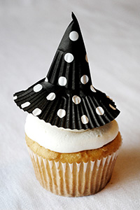 Make these Cupcake Liner Witch Hats for easy Halloween cupcakes | by Carrie Sellman for TheCakeBlog.com