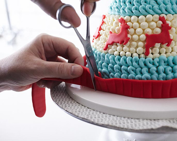 Winter Hat Cake - learn how to make this cozy cake that looks just like a knitted hat | by Cakegirls for TheCakeBlog.com