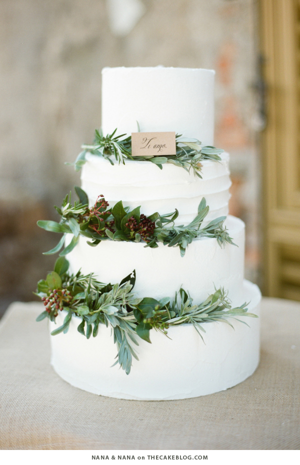 10 Wintry White Cakes | including this design by Nana & Nana | on TheCakeBlog.com