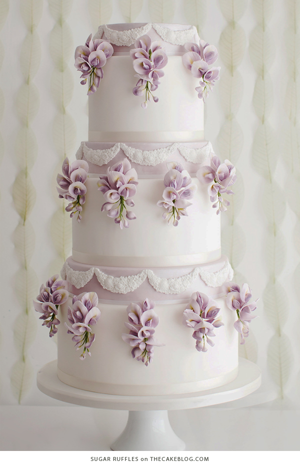 10 Floral Cakes for Spring | including this design by Sugar Ruffles | on TheCakeBlog.com