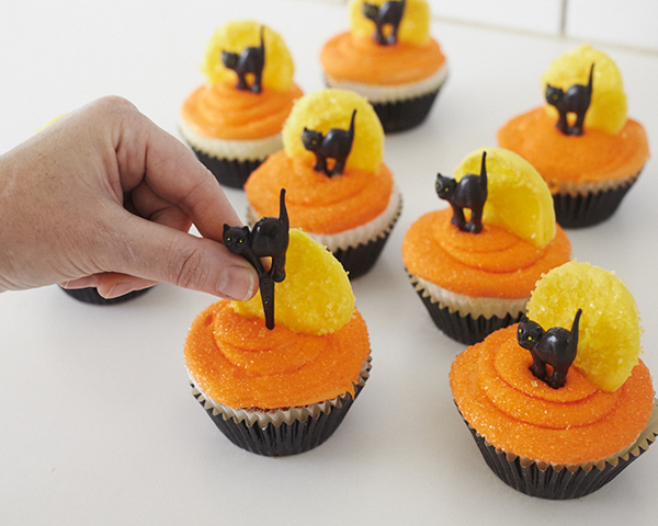 Black Cat Halloween Cupcakes | by Cakegirls for TheCakeBlog.com