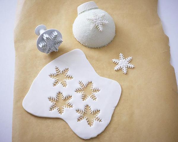 Christmas Ornament Cakes - how to make sparkly, mini ornament cakes for Christmas dessert   by Cakegirls for TheCakeBlog.com