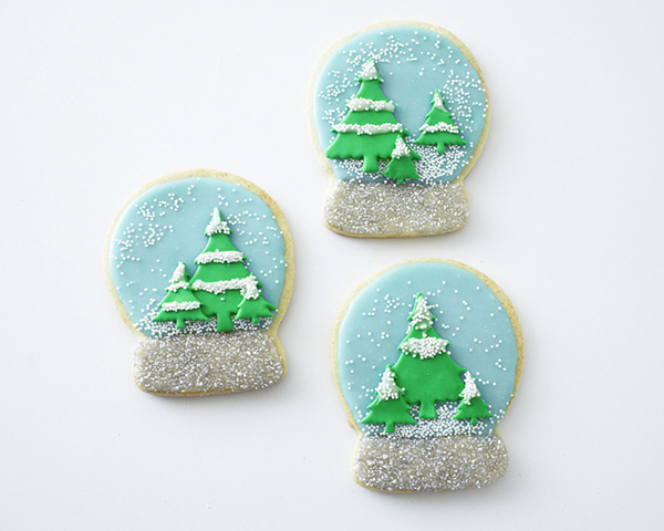 Snow Globe Cookies - decorated sugar cookies for the holidays | by Cakegirls for TheCakeBlog.com