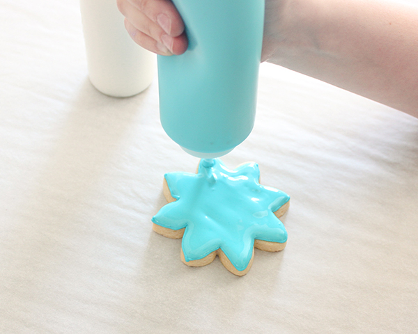 How to make Flower Cookies | by ellenJAY for TheCakeBlog.com
