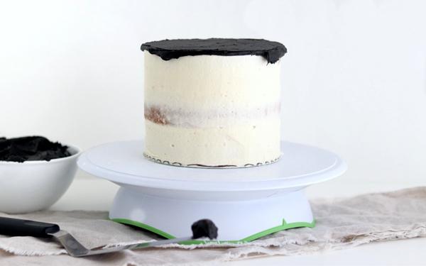 Witch Cauldron Cake - Comment faire un incroyable gâteau de chaudron d'Halloween qui ressemble à une infusion de sorcière bouillonnante | par Whitney DePaoli pour TheCakeBlog.com